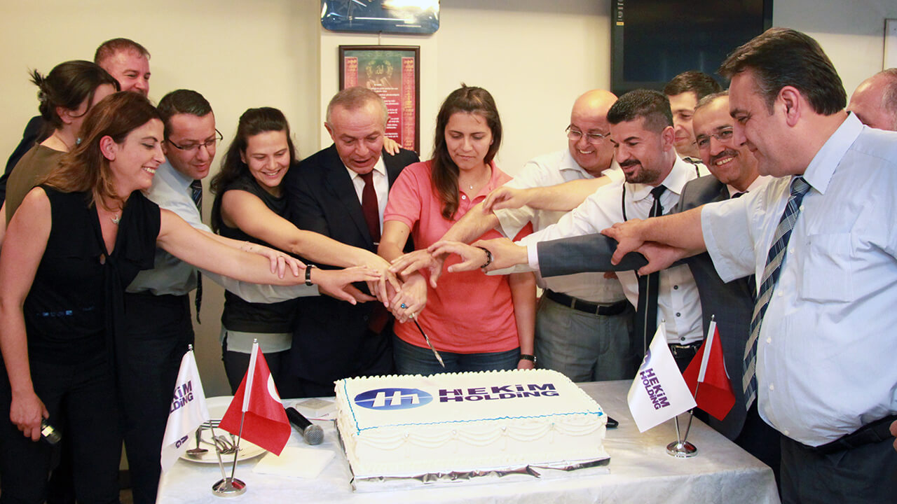 Hekim Holding Çalışanları Aldıkları Ödülleri Kutladı